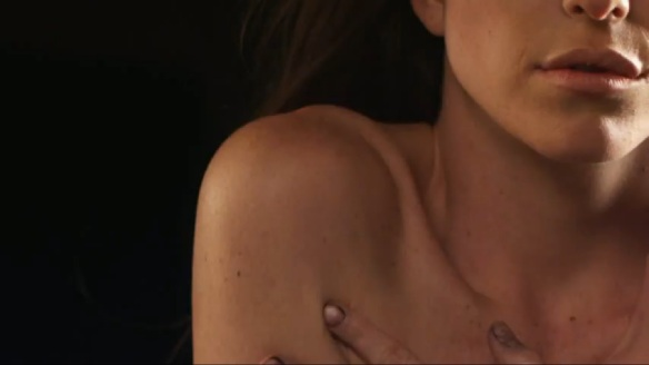 """Imagem do clipe da música """"Nova em Março"""", da banda Strange Music"""