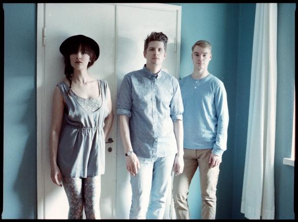 Regina: trio de indie pop finlandês é a trilha sonora perfeita pra sonhar acordado