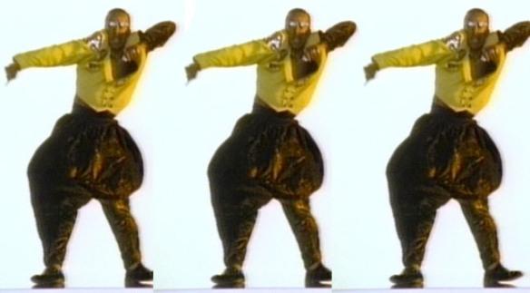 Mc Hammer: numa rotina comum nos anos 1990 o cara pegou um sucesso de 20 anos antes e fez seu próprio hit