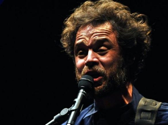 """Rodrigo Amarante caiu na web: """"Maná"""", que nasceu em outro projeto do músico, apareceu repaginada e deve integrar o debute solo do ex-Los Hermanos"""