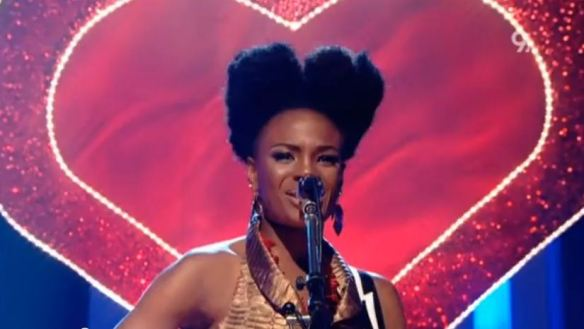 "The Noisettes tocam ""Never Forget You"" no 'Later... with Jools Holland' (2009): power pop com ecos de R&B sessentista"