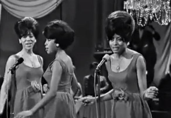 The Supremes (com Diana Ross): primeiro sucesso do trio a chegar ao número um da Billboard em apresentação intimista