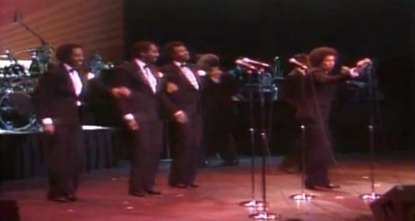 The Temptations ao vivo em Atlantic City (1983): infelizmente, não é a formação clássica dos anos 1960/1970, só que é uma das poucas opções para assistir à banda ao vivo, em um show completo