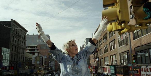 """Cena do clipe de """"Manhattan"""": Cat Power de rolê pelo coração de NY"""