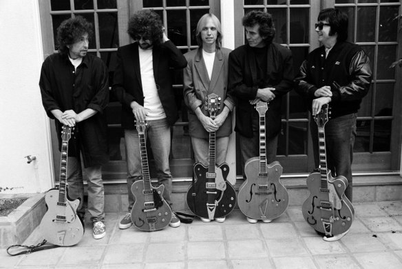 "Traveling Wilburys (da esquerda para a direita: Bob Dylan, Jeff Lynne, Tom Petty, George Harrison e Roy Orbison): ""supergrupo"" é pouco"