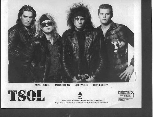 """T.S.O.L.: em 1984, na estreia de sua segunda formação, a banda californiana de pós-punk cunhou um amargo e romântico manifesto com """"Flowers by the Door"""""""