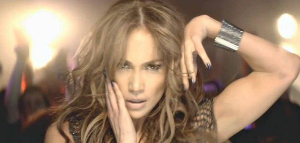 """Jennifer Lopez em cena do clipe de """"On the Floor"""": eis aí a história de um hit latino que passou do castelhano boliviano para o português brasileiro e daí para o inglês das paradas de sucesso pop"""